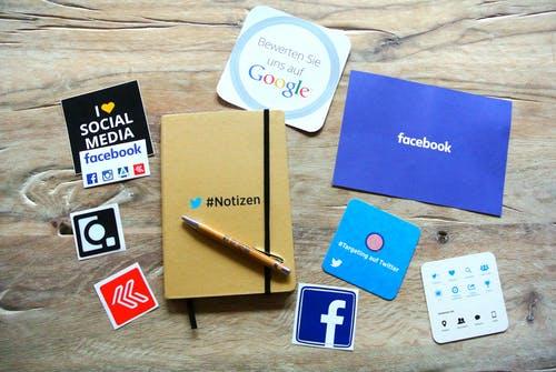 redes sociales en papel.jpg